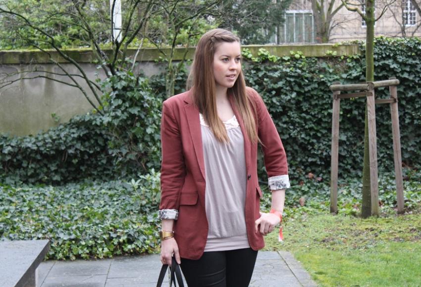 Roter Blazer und Sneaker Wedges - LA MODE ET MOI, der Modeblog