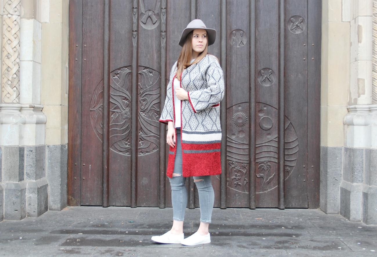 Oversize Cardigan und ein grauer Wollhut - auf LA MODE ET MOI, dem Blodeblog aus Köln