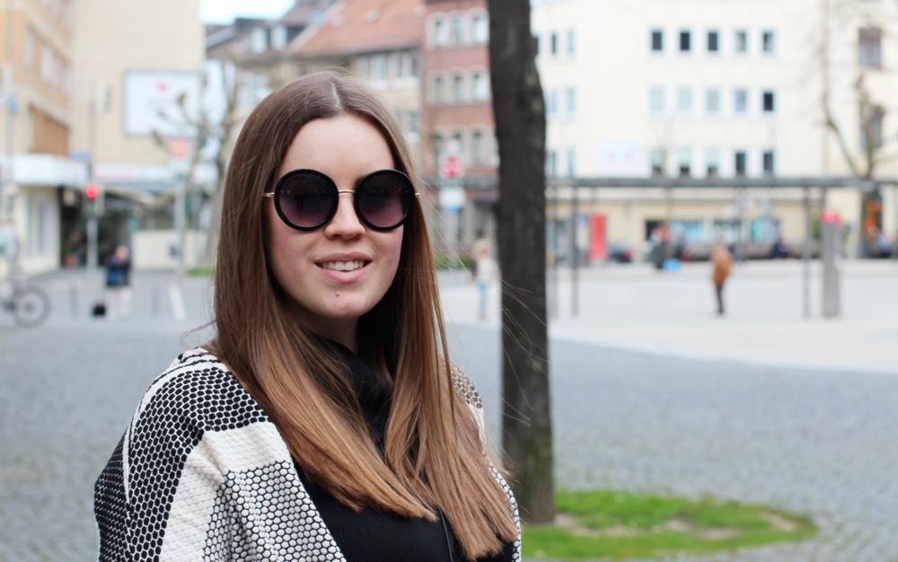 Gemusterter Strick-Cardigan in schwarz-weiß - La Mode et Moi, der Modeblog aus Köln