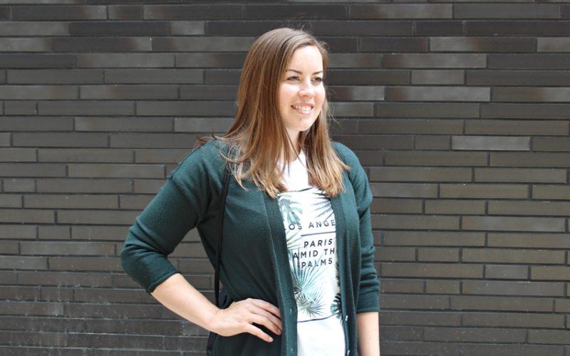Dunkelgrüner Long Cardigan und Ripped Jeans - La Mode et Moi, der Modeblog aus Köln