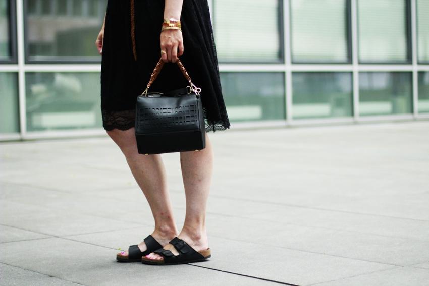 Schwarzer Spitzen-Rock: All Black Look - LA MODE ET MOI, der Modeblog aus Köln