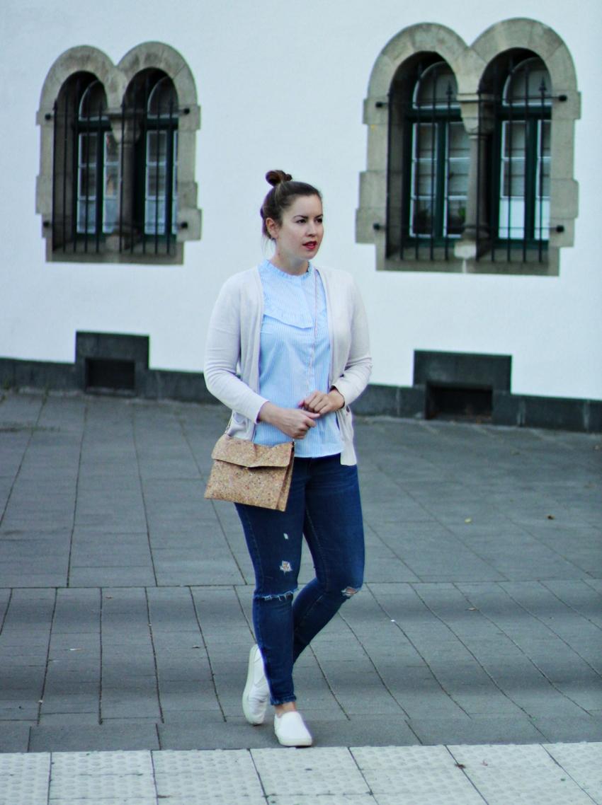 Gestreifte Rüschen-Bluse und Kork-Handtasche - LA MODE ET MOI, der Modeblog aus Köln