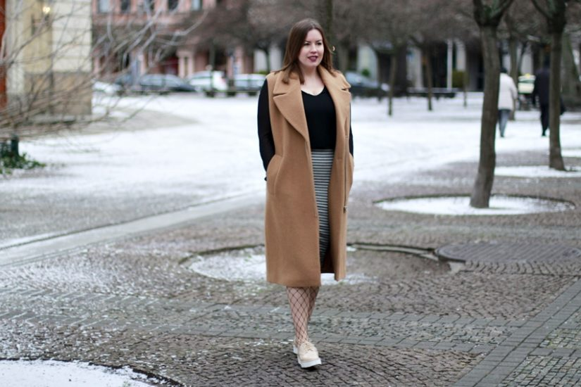 Fashion Week Look: Wollweste, Netzstrumpfhose und Plateau-Sneaker - LA MODE ET MOI, der Blog aus Köln