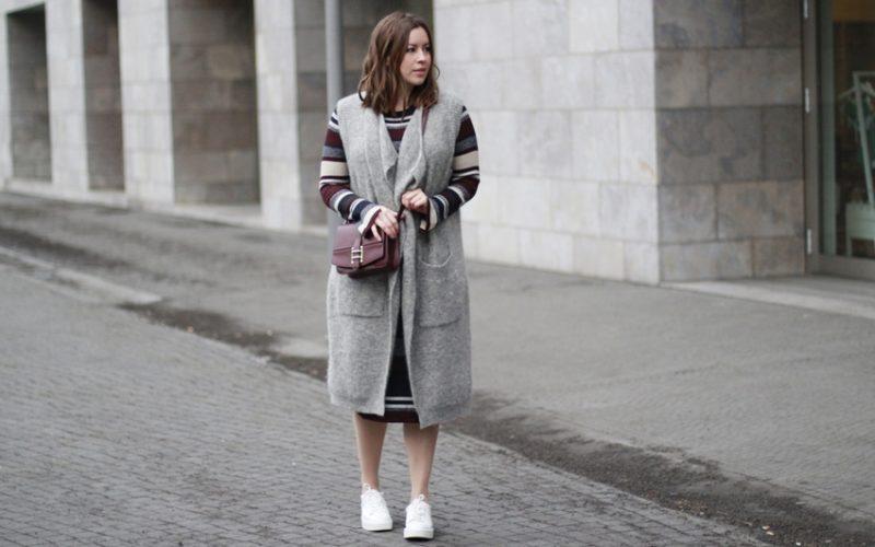 Fashion Week Look: Strickkleid, Wollweste und Plateau-Sneaker - LA MODE ET MOI, der Modeblog aus Köln