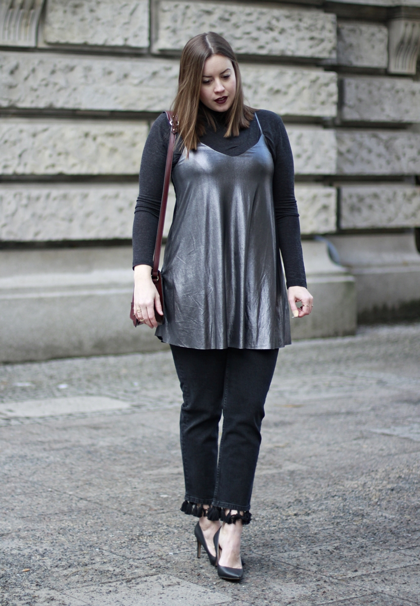 Fashion Week Look: Metallic Slipdress & Tassels - La Mode et Moi, der Blog aus Köln