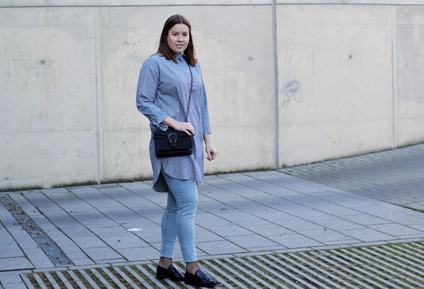Gestreiftes Jeans-Blusenkleid und Fransen-Loafer - LA MODE ET MOI, der Blog aus Köln