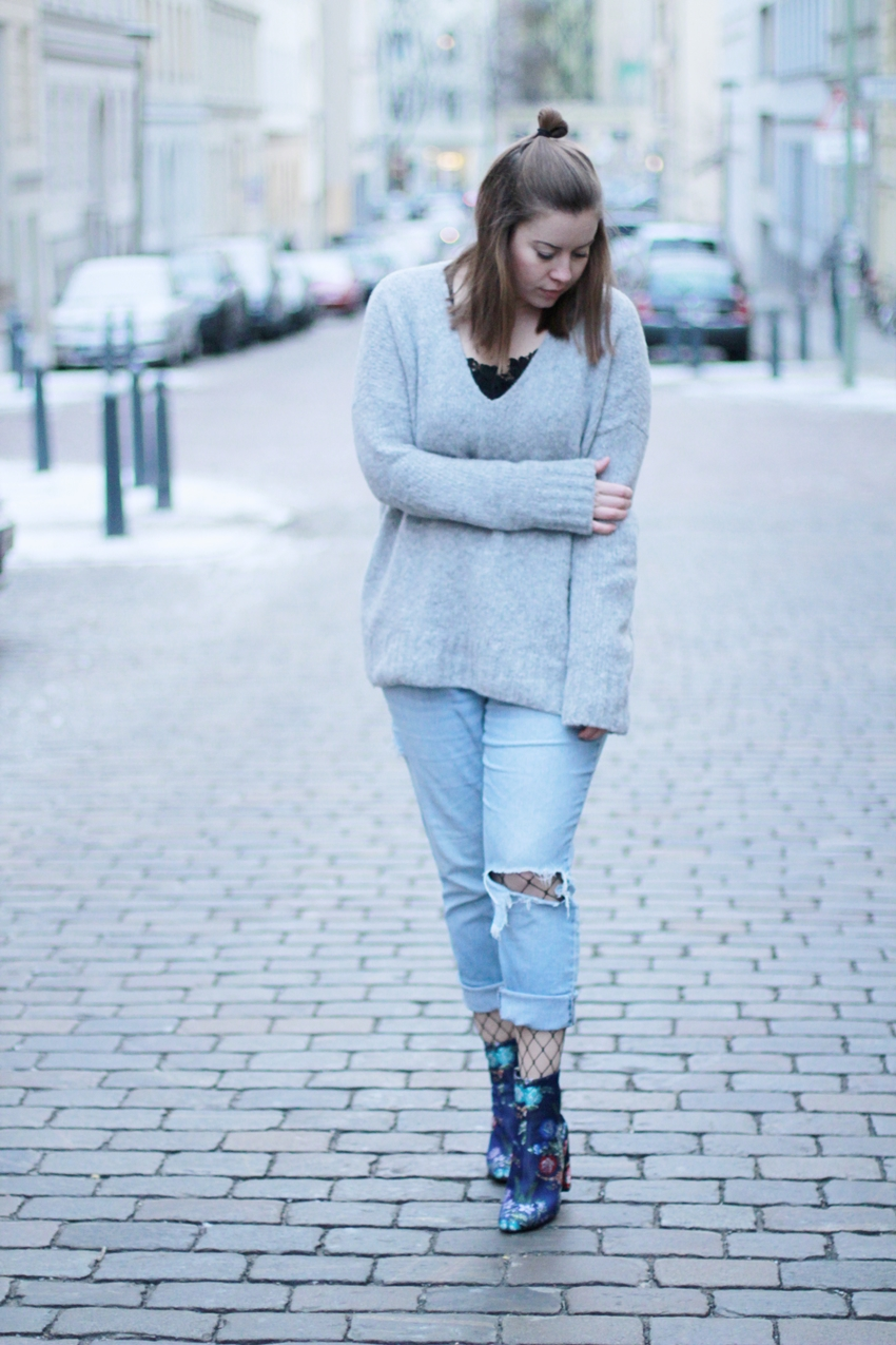 Bestickte Stiefeletten und Oversize-Pullover - LA MODE ET MOI, der Blog aus Köln