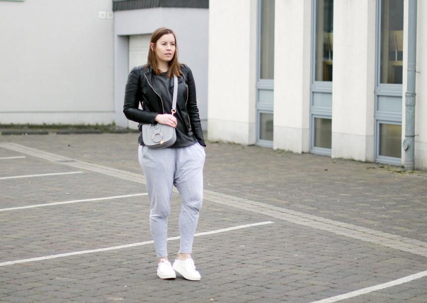 Jogginghosen Trend, Jogginghose, Outfit mit Jogginghose, ZARA Lederjacke, Look mit Jogginghose, Stylingtipp Jogginghose, See by Chloé Tasche