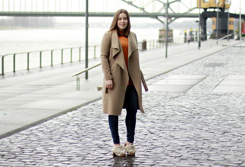 Pantolette mit Pompoms, Pantolette mit Absatz, Blockabsatz, Absatz in Holzoptik, Pantoletten, Blog Köln, Fashionblogger, Boho Sandalen, Mules, Mules-Trend