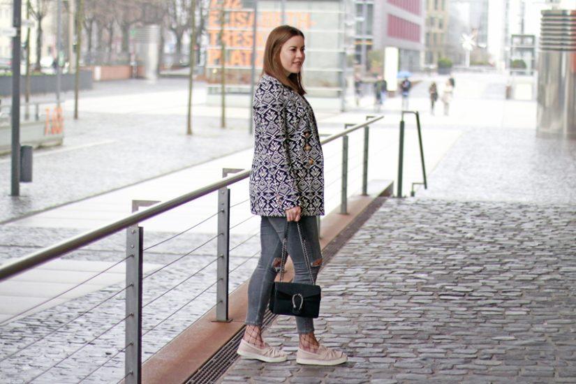 Edited X Lena Terlutter Blazer, Bow SlipOns, Netzstrumpfhose, Trend-Look, Schuhe mit Schleife, Schleifenschuhe, Blog Köln, Blog Cologne, Edited Blazer, Topshop ripped Jeans