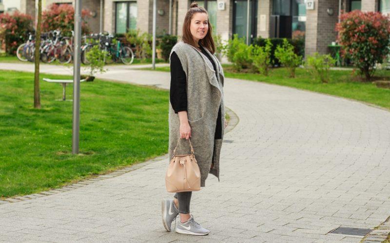 Graue Weste und ripped Topshop Jeans - LA MODE ET MOI, der Blog aus Köln