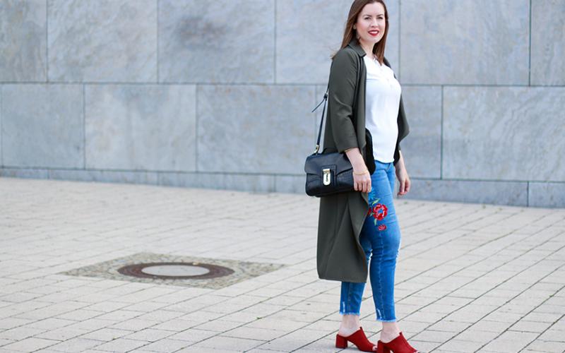 Mit Blumen bestickte Hose und Zara Mules - LA MODE ET MOI, der Modeblog aus München