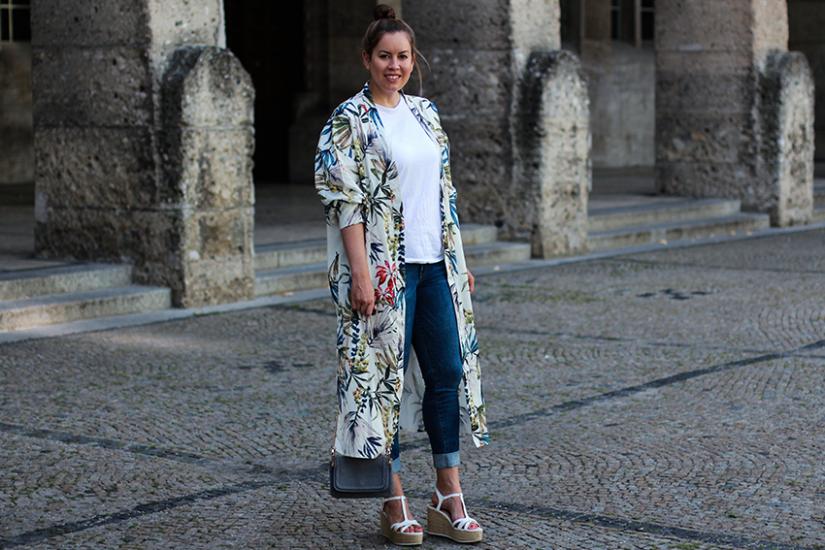 Bunter KimoBunter Kimono mit Blumenprint - LA MODE ET MOI, der Modeblogno mit Blumenprint - LA MODE ET MOI, der Modeblog