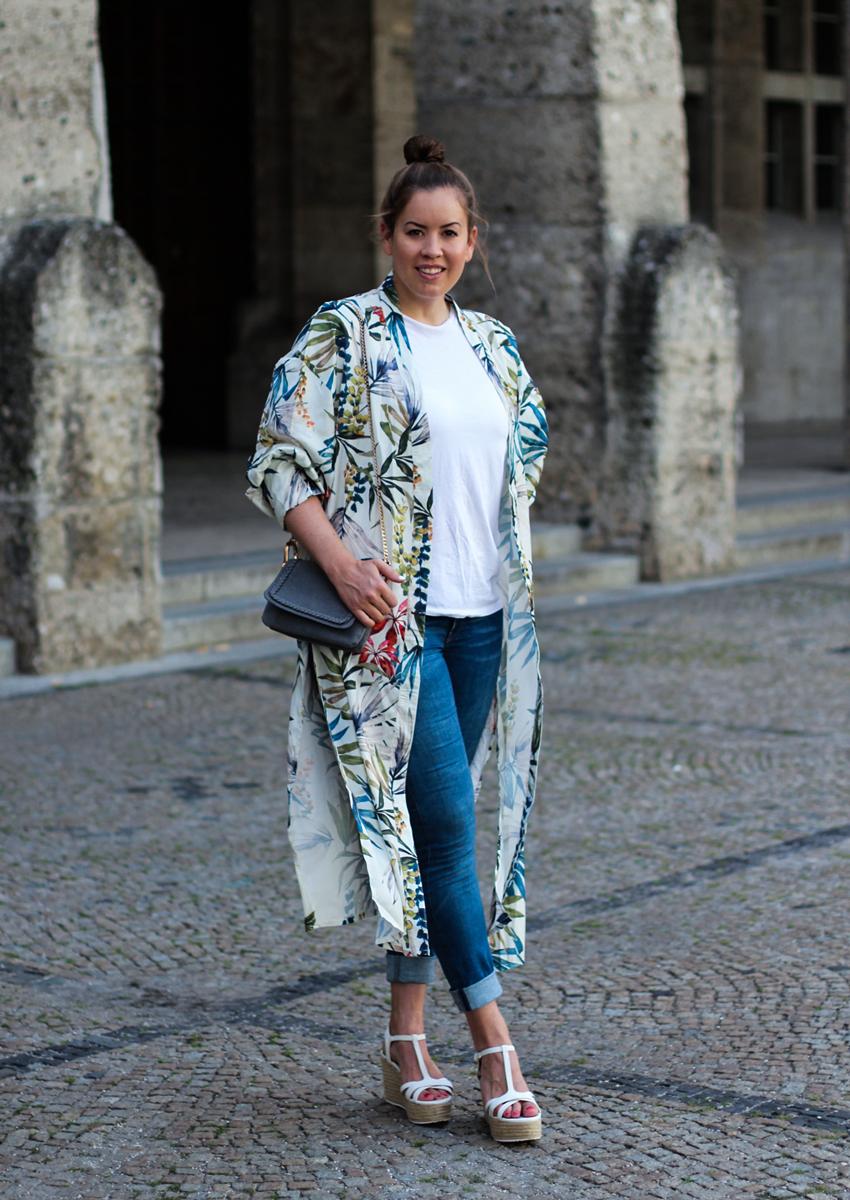 Bunter Kimono mit Blumenprint - LA MODE ET MOI, der Modeblog