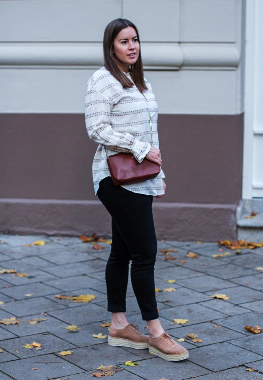 Herbstliche Bluse mit dezenten Trompetenärmeln - LA MODE ET MOI, der Modeblog