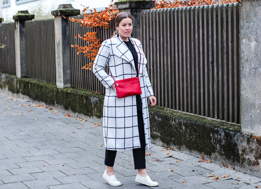 schwarz-weißer Mantel mit Gittermuster - LA MODE ET MOI, der Modeblog