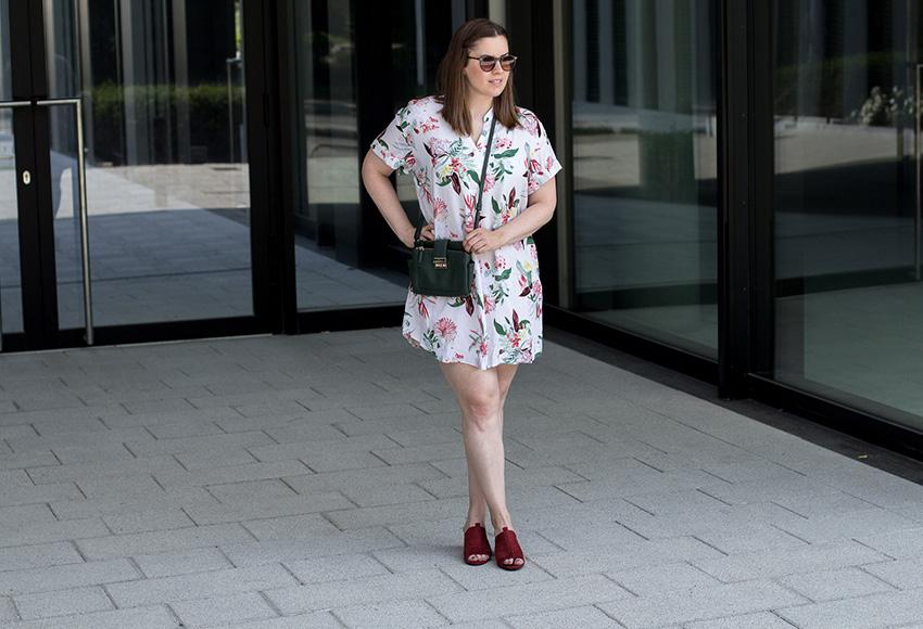 Geblümtes Minikleid - LA MODE ET MOI, der Modeblog