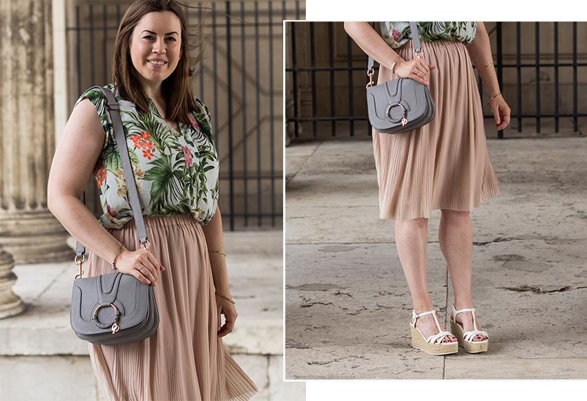 Nude Plisseerock, geblümte Bluse und See by Chloé Tasche - LA MODE ET MOI, der Modeblog