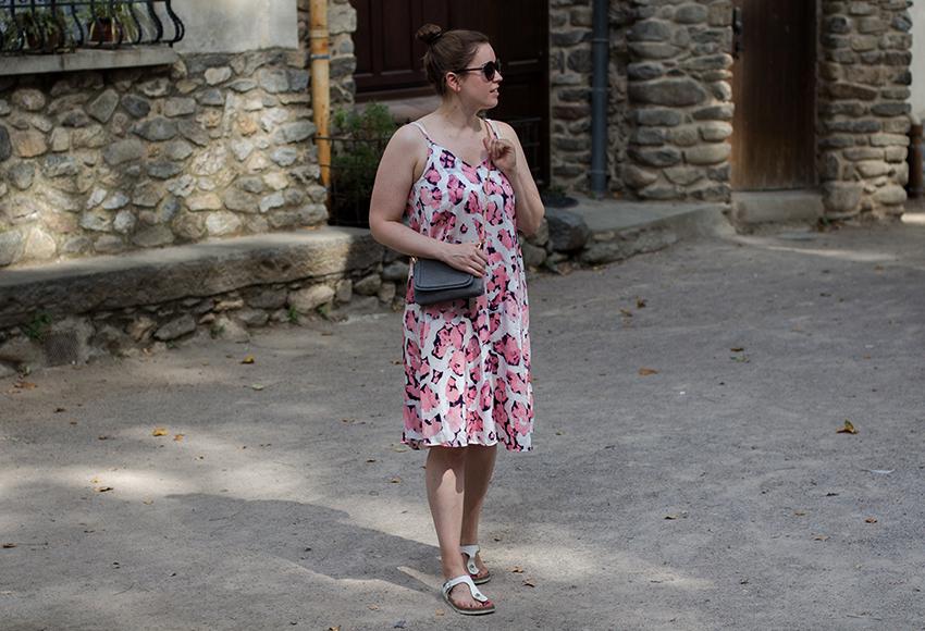 Leichtes Sommerkleid und Birkenstock Gizeh - LA MODE ET MOI, der Modeblog