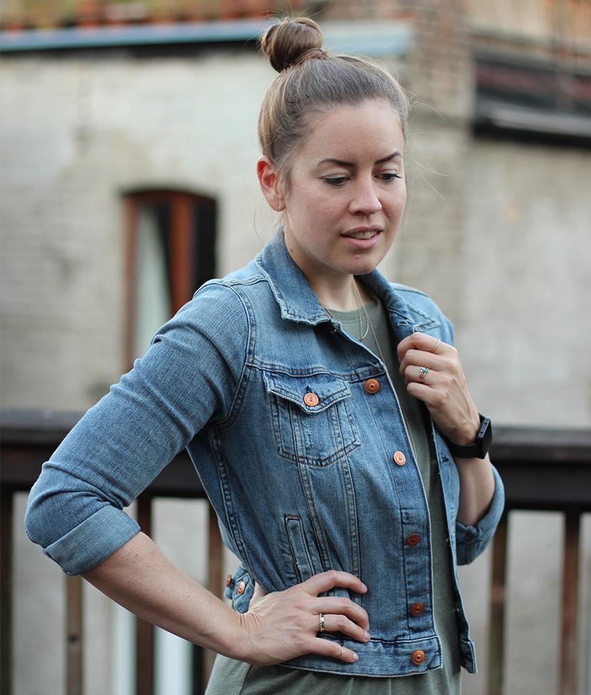 Sportlicher Denim-Look mit cropped Jeansjacke - LA MODE ET MOI, der Modeblog