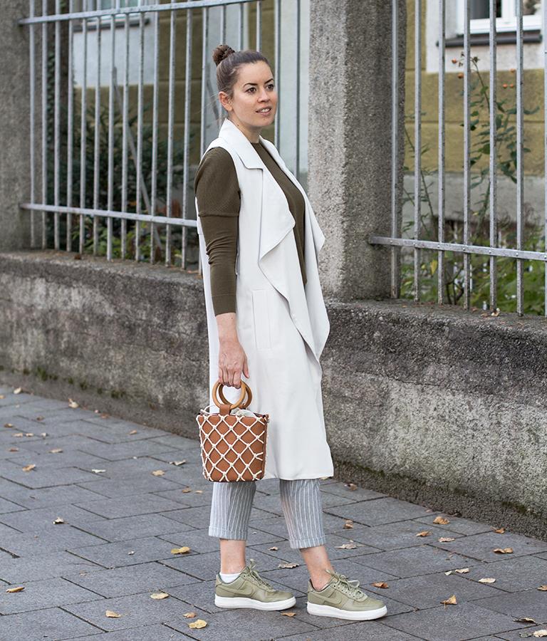 Gestreifte Stoffhose und Tote Bag - LA MODE ET MOI, der Modeblog