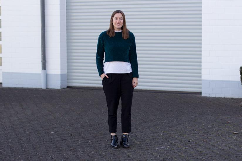 Samt Top: Cropped Shirt alltagstauglich kombiniert - THE BUTTON by Emilie