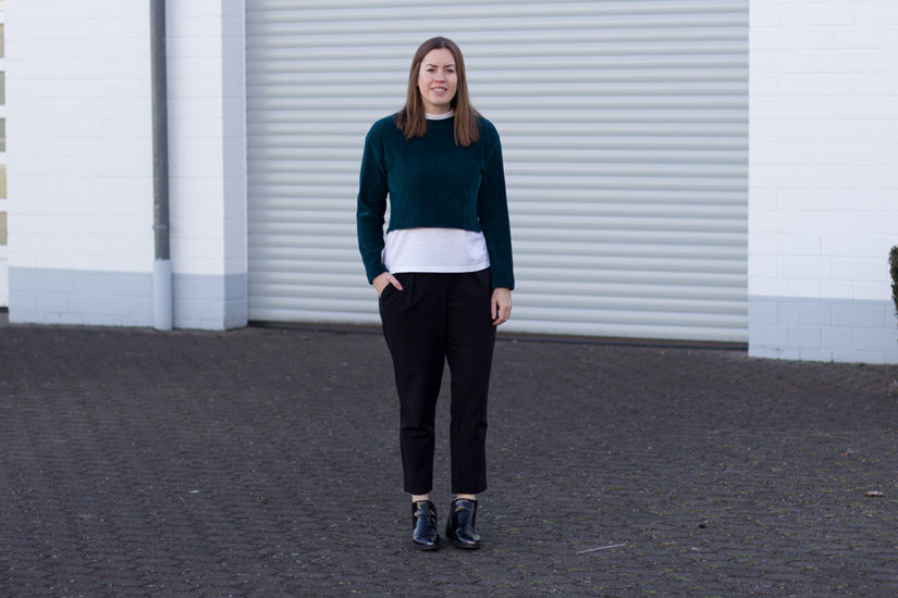 Samt Top: Cropped Shirt alltagstauglich kombiniert - LA MODE ET MOI