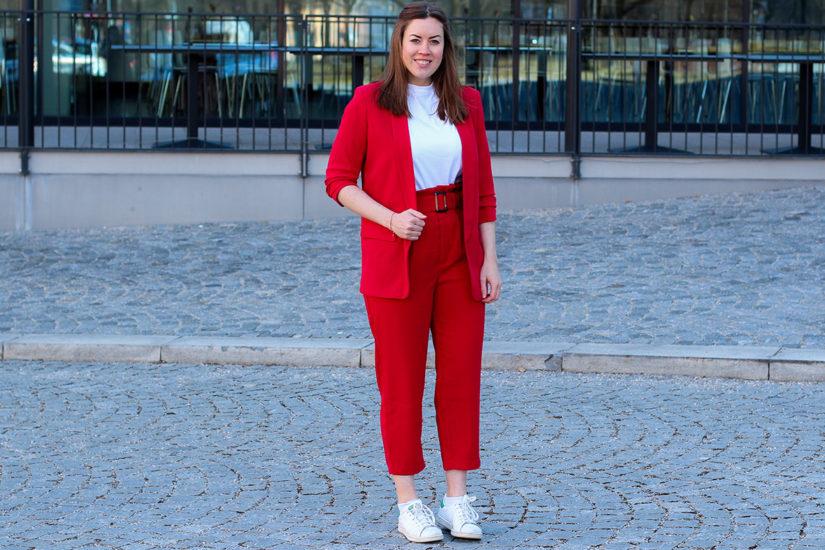 Roter Zweiteiler: Hosenanzug sportlich kombiniert - LA MODE ET MOI, der Modeblog