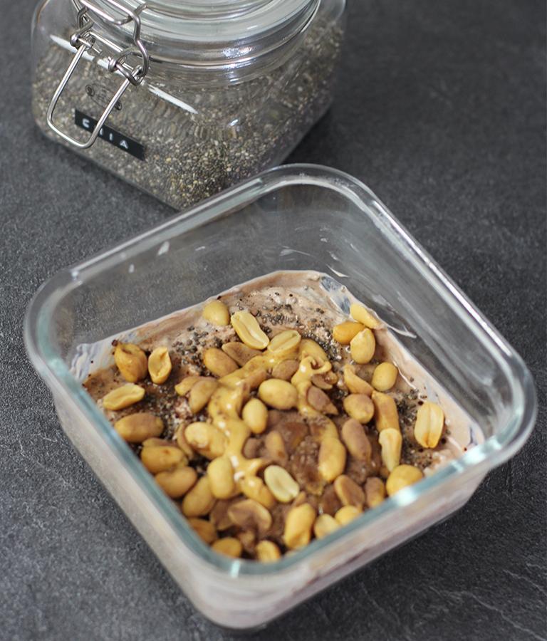 glutenfrei frühstücken: Snickers Bowl - LA MODE ET MOI, der Zöliakie-Blog