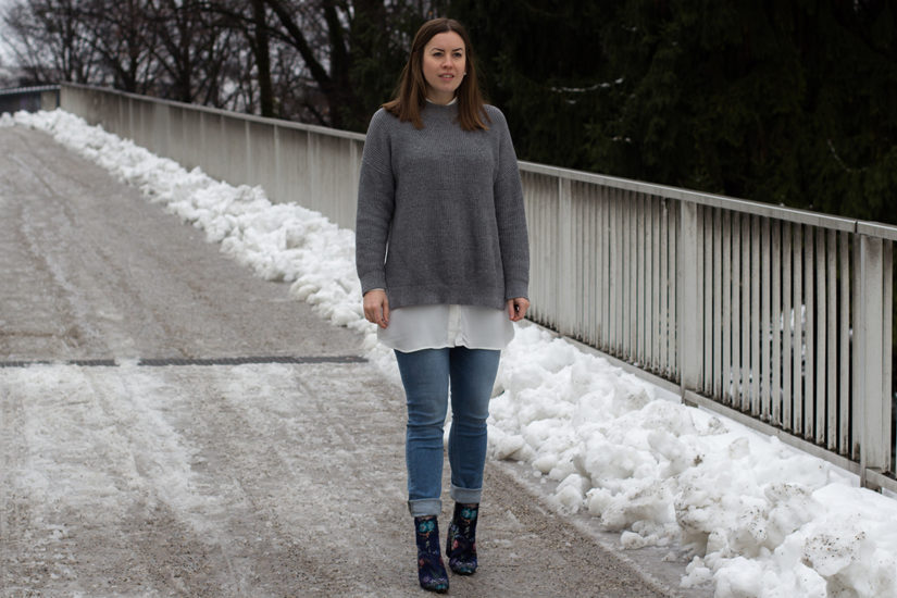 Grauer Strick-Pullover - THE BUTTON by Emilie, der Modeblog