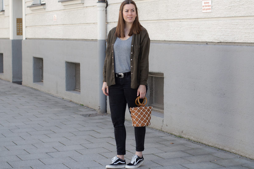 Workwear Trend Styling: Utility Bluse im Alltag - THE BUTTON by Emilie, der Modeblog