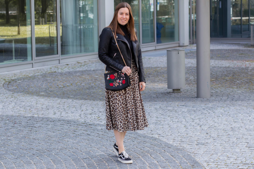 Leo-Rock und Fake-Lederjacke - THE BUTTON by Emilie, der Modeblog