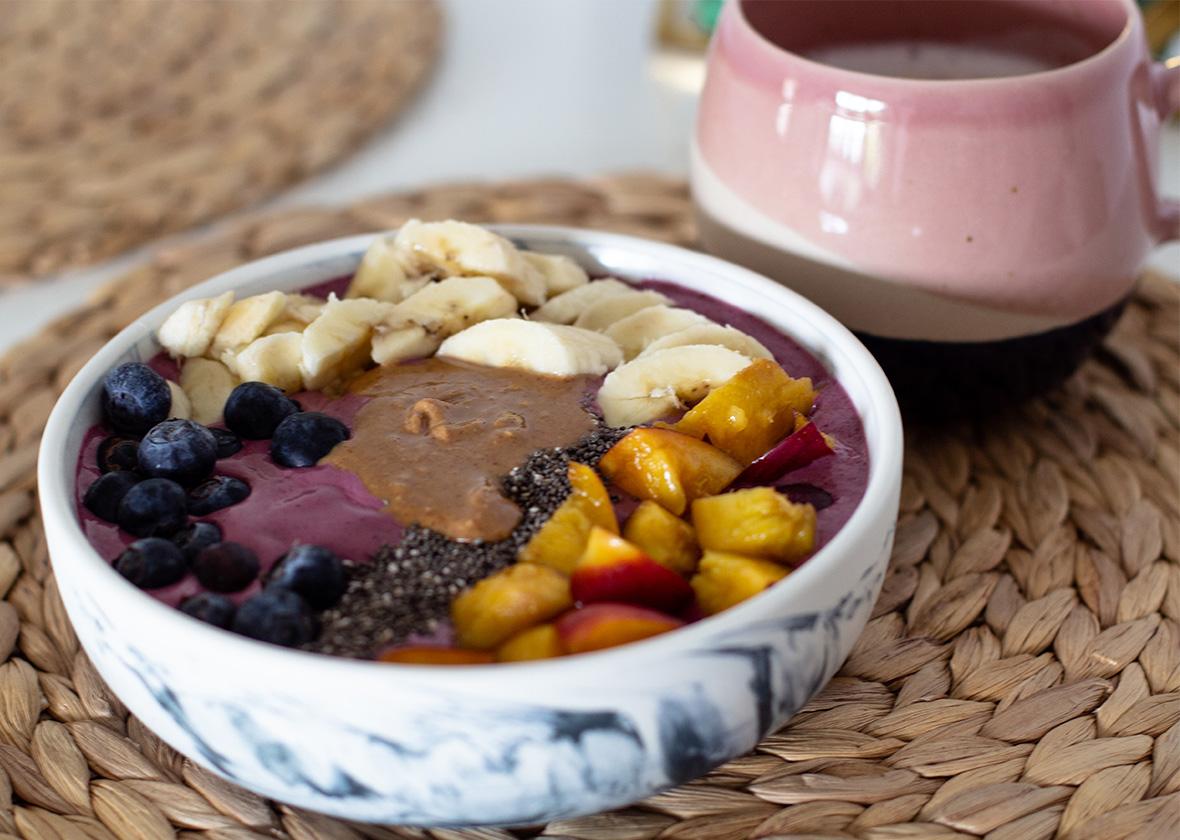 Glutenfreie Acai-Bowl: Frühstück in 5 Minuten - THE BUTTON by Emilie, der Zöliakieblog