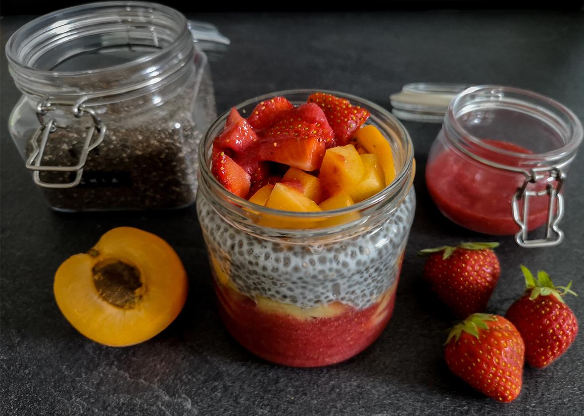 Fruchtiges Overnight Chia Frühstück - THE BUTTON by Emilie, der Zöliakieblog