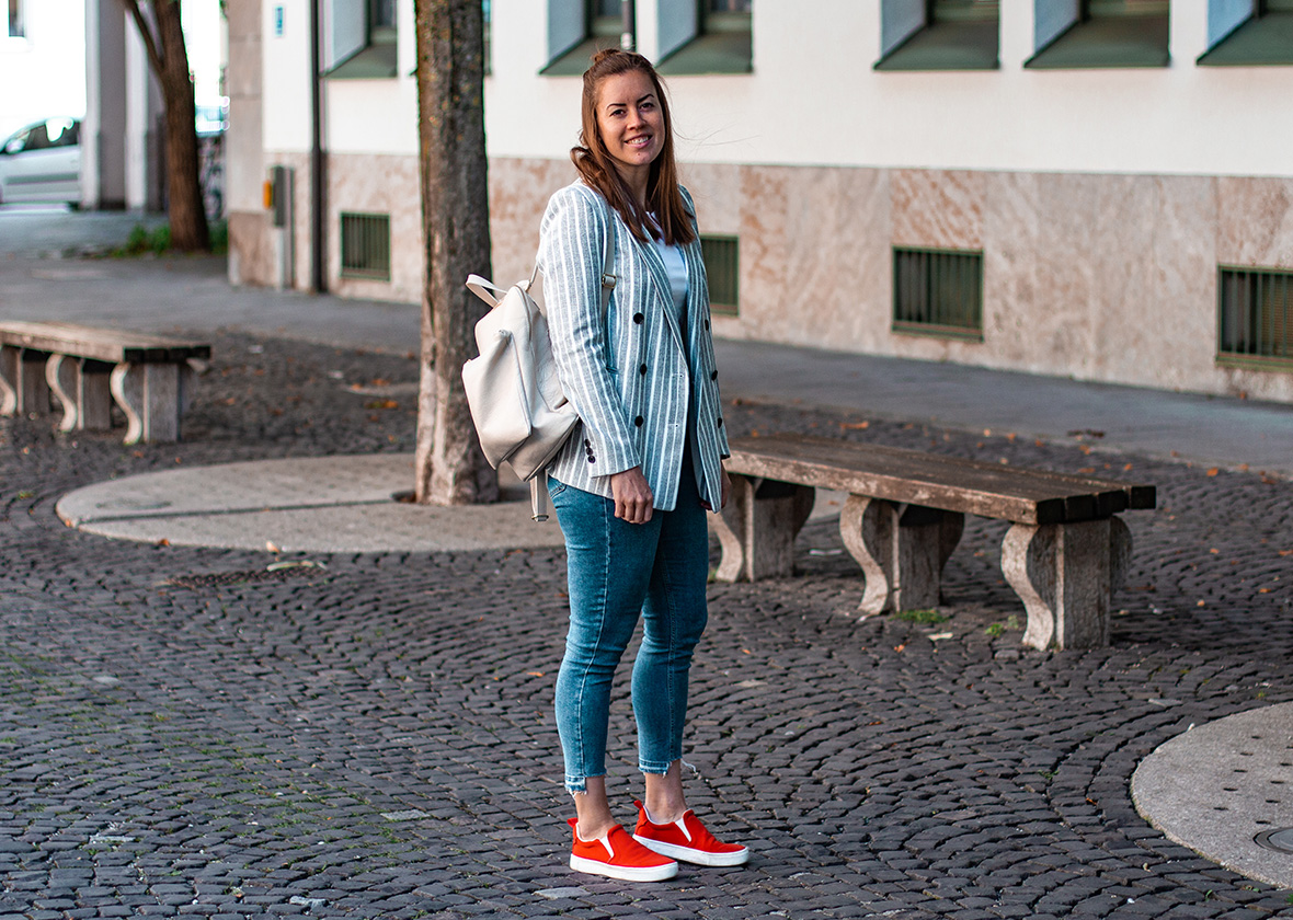 Casual Blazer Look mit Rucksack - THE BUTTON by Emilie, der Modeblog