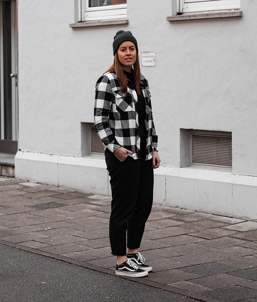 Kariertes Flanellhemd & dunkelgrüne Mütze - LA MODE ET MOI, der Modeblog