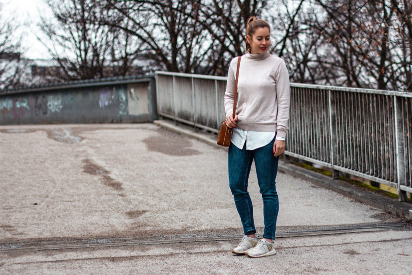 Rollkragenpullover mit Bluse - THE BUTTON by Emilie, der Modeblog