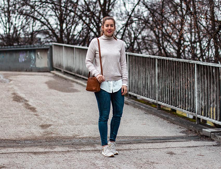 Rollkragenpullover mit Bluse - LA MODE ET MOI, der Modeblog