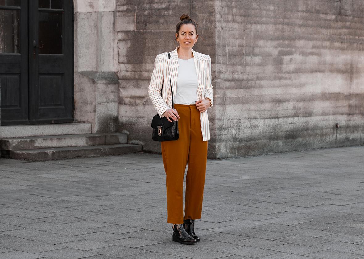 Senfgelbe Culotte und gestreifter Blazer - THE BUTTON by Emilie, der Modeblog