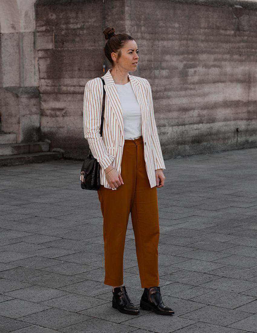 Senfgelbe Culotte und gestreifter Blazer - LA MODE ET MOI, der Modeblog